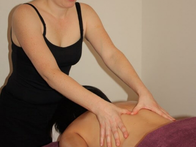 Surprise détente pour un conjoint ou détente en massage assis et habillé en groupe ? profitez des bienfaits de la zen attitude